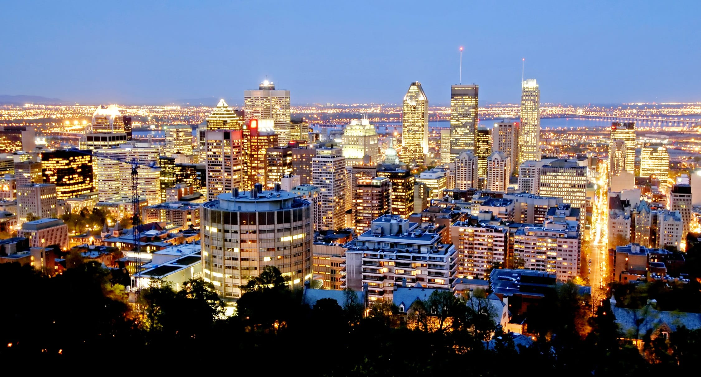 how to travel by train to montreal from mississauga