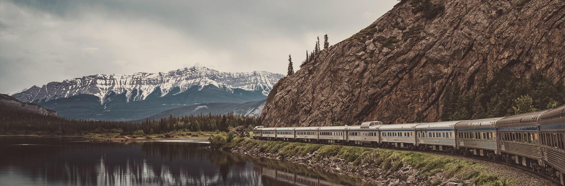 Classes on the Toronto-Vancouver train | VIA Rail